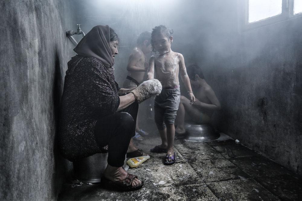 Rona, Azim's Mother - شکستن همزمان بیست استخوان - UKIFF - Iranian Film Festival